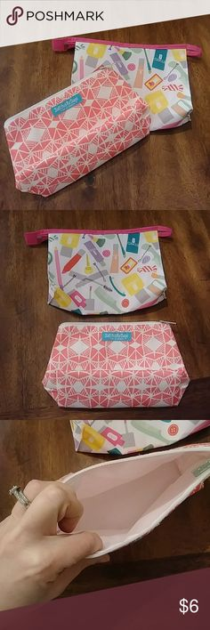 4for $15 set of 2 Clinique make up bags NEW never used. Set of 2 Clinique make up bags. ⭐⭐⭐4 for $15 sale is for 4 different qualifying listings! Clinique Bags Cosmetic Bags & Cases