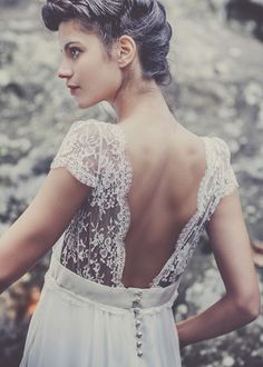 I thought this was interesting --> look at the others :) Laure Sagazan collection: Dress Ruiz I'm not one to post wedding stuff but I just found my dream dress