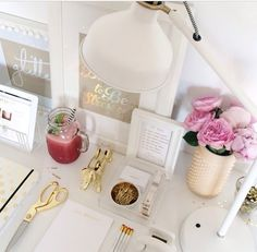 Gorgeous work space with beautiful gold items ✨