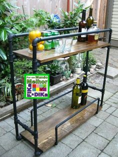 DIY Pipe Bar Cart - Learn more about DIY Industrial Pipe Furniture Projects at… Industrial Design Furniture, Pipe Furniture, Furniture Projects, Home Projects, Furniture Design, Industrial Decorating, Painted Furniture, Furniture Plans, Handmade Furniture