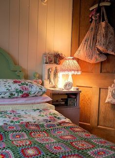 My Modern Vintage - Australian Vintage and Personal Style Blog: Currently Obsessed with...Pretty Bedrooms