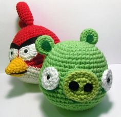 Angry Birds Red Cardinal and Green Pig Amigrumi Pattern - think I may have pinned something like this already but my daughter & niece are big angry bird fans...may have to whip these up for fun