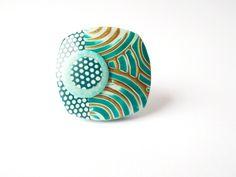 Bague carrée spirales et pois turquoise et doré en polymère : Bague par ze-cat-is-back