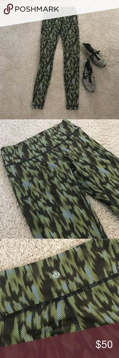Lululemon  Athletica Camo Workout Pants Leggings. Lululemon Athletica Camo Workout Pants Leggings. Excellent condition. Looks never worn. Tag n back removed but size 4. lululemon athletica Pants Track Pants & Joggers