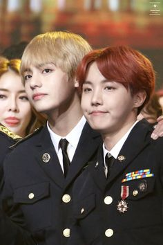 I love it when Hobi makes that face, he looks like a cat and I'm lovin' it *McDonald's theme starts playing in the bg* Vlive Bts, Hoseok Bts, Bts Bangtan Boy, Jikook, Blackpink Photos, Bts Pictures, Namjin, K Pop, Taehyung Gif