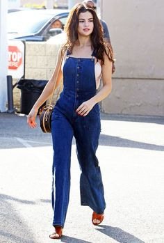 Here are a few style inspirations and outfits idea you can take from Selena Gomez that you can easily pull off. Check out Selena Gomez's Outfit Gallery Selena Gomez Fashion, Selena Gomez Outfits, Selena Gomez Style, Girl Outfits, Casual Outfits, Fashion Outfits, Overalls Fashion, Modest Outfits, Simple Outfits