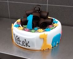 Dortík se jménem a číslicí ozdobený zvířátky. Cake, Food, Pie Cake, Pie, Cakes, Essen, Yemek, Meals, Cookie