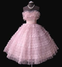 Frothy Pink Prom dress - this looks like a beautiful cupcake! 1950s Prom Dress, Tulle Prom Dress, Pink Dress, Party Dress, Dress Up, Prom Party, Homecoming Dresses, Rockabilly Dresses, 1950s Dresses