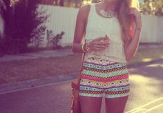 Yo compre los pantaloons cortos de muchos colores.