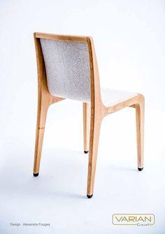 Les D'Days, moment idéal pour vous dévoiler la CH1 ! Le Varian©, matière inédite aux capacités structurantes apporte à cette chaise légèreté tout en assurant une tenue rigide, sans qu'une traverse arrière soit nécessaire. La carcasse de cette assise est réalisée en châtaignier. L'esthétique globale trouve son inspiration dans l'univers des tissus d'ameublement en lin. Design : Alexandre Fougea Fabrication : LAVAL