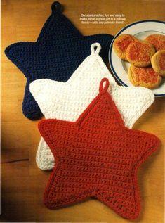 New Crochet Coasters Christmas Pot Holders Ideas Crochet Potholder Patterns, Crochet Pillow Pattern, Christmas Crochet Patterns, Crochet Mittens, Crochet Gloves, Crochet Christmas, Crochet Hot Pads, Baby Boy Crochet Blanket, Crochet Baby Cocoon