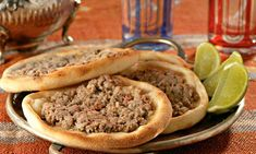 SFIHA ABERTA Ingredientes Massa · 2 tabletes de fermento fresco para pão · 1 copo (americano) de leite morno · 1 pitada de açúcar · 2 colheres (sopa) de azeite · 1 colher (café) de sal · 1 kg de farinha de trigo aproximadamente Recheio · 500 g de carne moída · 1 cebola…