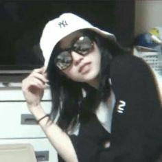 Meme Faces, Funny Faces, Kpop Girl Groups, Kpop Girls, K Pop, Icons Girls, Reaction Face, Kpop Posters, Funny Kpop Memes