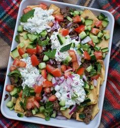 Nachos Here's a recipe you must try this weekend! Greek Nachos are calling your name! Here's a recipe you must try this weekend! Greek Nachos are calling your name! Greek Nachos, Clean Eating, Healthy Eating, Dinner Healthy, Healthy Cooking, Cooking Recipes, Healthy Recipes, Healthy Nachos, Cheap Recipes