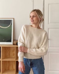 Ravelry: No Frills Sweater pattern by PetiteKnit Sweater Knitting Patterns, Knit Patterns, Baby Knitting, Mohair Cardigan, Hipster Hat, Hipster Sweater, Raglan Pullover, Pull Court, Fair Isles