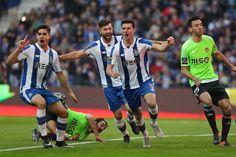 O F. C. Porto venceu o Rio Ave, por 4-2, e reduziu provisoriamente a desvantagem para o Benfica que, no domingo, recebe o Tondela.