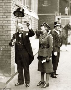 Winston Churchill and daughter, Mary, on his way to receive the Freedom of the City of London in 1943. http://www.rosettabooks.com/ebook/churchill/