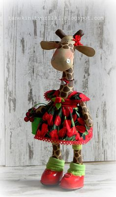 Giraffe with red cherry dress.  I would not think this print would work on Miss Giraffe, but she is stinkin' cute!