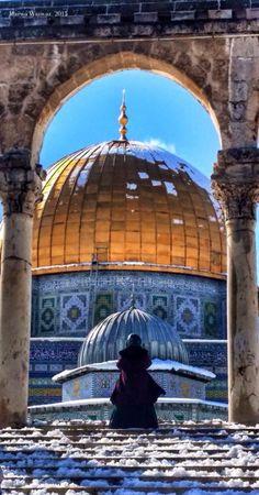 love-allah: ..شَيء فِي قَلبي سَيضلُ فَخوراً بِكِ إلى الأبد Palestine History, Palestine Art, Beautiful Mosques, Beautiful Places, Terra Santa, Mosque Architecture, Dome Of The Rock, Islamic Wallpaper, Modern Villa Design