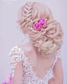 A curated collection of stunning wedding hairstyles to help you find the perfect look for the big day. You can't go wrong with any of these gorgeous wedding hairstyles—they are to die for! Bridal Comb, Bridal Updo, Wedding Updo, Bridesmaid Hair, Wedding Bridesmaids, Prom Hair, Bridesmaids Hairstyles, Bride Hairstyles, Bridal Beauty