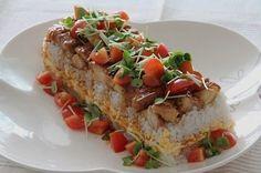 照り焼きチキンのカラフル押し寿司 ~はなまる&クックパッド 料理選手権SP 1次審査通過~ |家庭料理の定番、照り焼きチキンの押し寿司は、ボリューム満点!トッピングに散らした野菜が彩りを添えます。子ども達にも喜ばれそうですね。