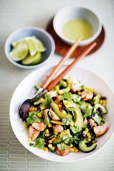 Avokado-lohisalaatti Good Mood, Sprouts, Asparagus, Vegetables, Beverages, Studs, Vegetable Recipes, Veggies