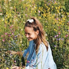 being in a field flourished with flowers is one of the many things in life that make me smile :)))