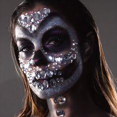 Diamond's are a Skull's Best Friend! makeup videos Diamond Skull Makeup Look Angel Halloween Makeup, Halloween Makeup Looks, Halloween Night, Scary Halloween, Male Makeup, Makeup Art, Zombie Makeup, Candy Skull Makeup, Dead Bride Costume