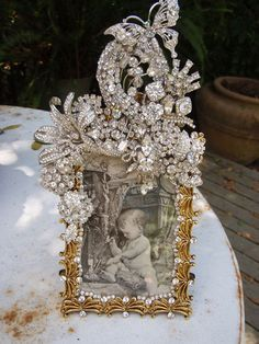 Creating Your Own Jewelry Jewelry Frames, Jewelry Tree, Old Jewelry, Recycled Jewelry, Jewelry Ideas, Vintage Jewelry Crafts, Vintage Costume Jewelry, Vintage Frames, Christmas Jewelry