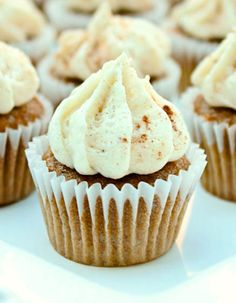 Chai Latte Cupcakes have very good flavor thanks to the instant chai powder added into the in the batter and just a touch of cardamom. Lovely spicy cupcakes are Just Desserts, Delicious Desserts, Yummy Food, Delicious Cupcakes, Mini Cakes, Cupcake Cakes, Tea Cupcakes, Lemon Cupcakes, Cupcake Frosting