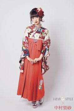 レトロ柄 袴 クリーム色/オレンジ色 商品画像1 Fashion Moda, Kimono Fashion, Lolita Fashion, Yukata Kimono, Kimono Dress, Kimono Style, Harajuku Fashion, Japan Fashion, Traditional Fashion