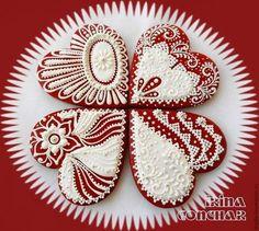 Купить или заказать Пряники 'Белое на красном...' в интернет-магазине на Ярмарке Мастеров. Пряники-сердечки на все случаи жизни)) Сделаны из теста для архангельских козуль.