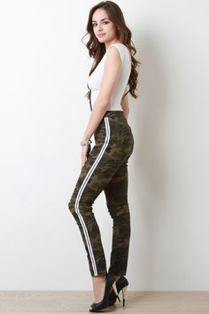 These high rise skinny jeans features a slightly stretched camouflage pattern print denim with sporty side stripes, back patch pockets, zipper fly with button c Camouflage Jeans, Cute Young Girl, Ripped Knees, Casual Outfits, Fashion Outfits, Printed Denim, Beautiful Girl Image, Hot Brunette, Tutankhamun