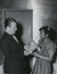 """Augusta Savage presents a model of """"The Harp"""" to Grover Whalen, the organizer of the World's Fair. Photo: New York Public Library Are you tired of fellow feeling? African American Artist, American Artists, African Art, Women In History, Black History, Augusta Savage, James Weldon Johnson, Lost Art, World's Fair"""