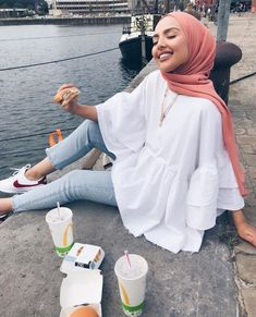 Image in Esraa Majid& hijab collection on We Heart It # fashiontrends . - Image in Esraa Majid& hijab collection on We Heart It # fashiontrends - Hijab Fashion Summer, Modest Fashion Hijab, Modern Hijab Fashion, Street Hijab Fashion, Hijab Fashion Inspiration, Fashion Mode, Muslim Fashion, Look Fashion, Modest Outfits Muslim