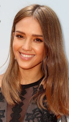 Jessica Alba's natural-looking balayage honey brown hair color is the ultimate summer hairstyle