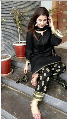 blackkk Woman Knitwear and Sweaters nasty woman dog sweater Simple Pakistani Dresses, Pakistani Fashion Casual, Pakistani Bridal Dresses, Pakistani Dress Design, Pakistani Outfits, Indian Outfits, Indian Fashion, Indian Dresses, Emo Outfits