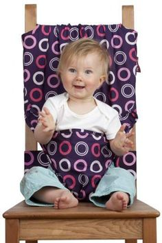 This would be a great idea for a DIY baby gift & for traveling without your high chair. The Totseat. Portable high chair that fits to ANY seat wherever you go. Baby Kind, Baby Love, Cute Kids, Cute Babies, Travel High Chair, Siege Bebe, Couture Bb, Portable High Chairs, Diy Bebe