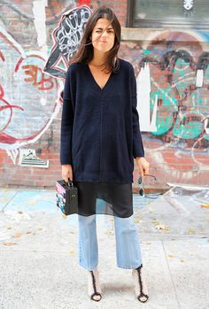 Leandra Medine - vestido-transparencia-tricot-calca-sobreposicao - transparência - inverno - street style \ Sobreposições são sempre bem-vindas. O vestido transparente pode ser usado para dar o twist à composição de jeans + tricot.