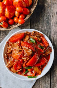 This beef tomato stir-fry recipe comes from old memories of my mother's backyard garden, late summer tomatoes, and a hot wok. Stir Fry Recipes, Beef Recipes, Cooking Recipes, Healthy Recipes, Fish Recipes, Vegetable Recipes, Cooking Tips, Fried Beef, Healthy Eating Tips