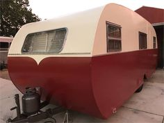 Vintage Trailers For Sale, Camper Trailer For Sale, Vintage Campers Trailers, Camper Trailers, Fold Out Couch, Best Travel Trailers, Toilet Room, Remodeled Campers, Ceiling Height