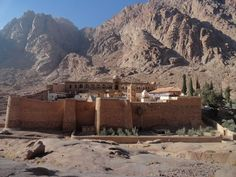 Egypt has reopened an ancient library which holds thousands of religious and historical manuscripts at the St Catherine Monastery, a UNESCO World Heritage site, in South Sinai. Alexandria, Monte Sinai, Saint Catherine's Monastery, Sainte Catherine, History Encyclopedia, Sharm El Sheikh, Egypt Travel, World Images, Saints