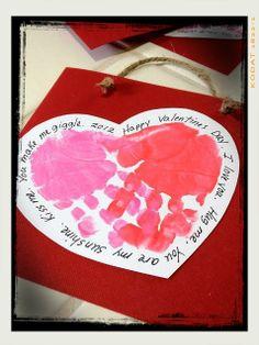 Soy Preescolar: #Ideas para #Febrero  Qué tal unas lindas bolsas para guardar nuestros recuerdos o para regalarlos. Con las manos de los pequeños, seguro que sus papás se llenarán de alegría. ツ  #Amistad #Preescolar; #Manualidades para la #Escuela