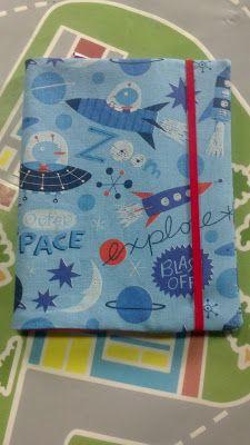 PANDIELLEANDO: Tutorial: Funda de tela para libreta Diy Notebook, Sewing Patterns, Sewing Designs, Ideas Para, Patches, Cross Stitch, Arts And Crafts, Crochet, Calla