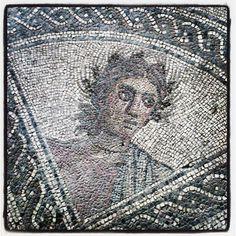 """Parte del enorme mosaico romano """"de los amores"""" en Linares."""