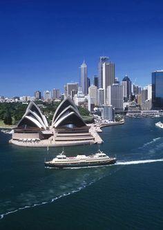Há diversas razões para você querer conhecer a Austrália, dentre elas podemos citar suas belas paisagens e ilhas, sua gastronomia e vinhos, turismo de aventura e muitos outros atrativos. Sua capital é Camberra, e as cidades mais conhecidas são: Sidney, Melbourne, Brisbane, Perth, Adelaide, Camberra, Cairns e Darwin. Acesse www.newage.tur.br e programe sua próxima viagem com a New Age! #NewAge #Viagem #Turismo #Australia #Sidney