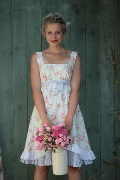 Romantisches Kleid mit Blumen im Landhausstil / romantic summer dress, flowers by Basia Kollek via DaWanda.com