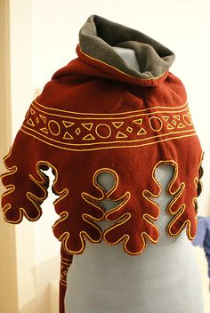 Hood with dagging, hand-sewn and embroidered  #capelet #leaves #reenactment #costume
