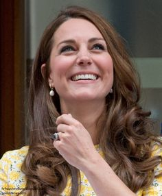 Duchess Kate just hours after giving birth. Amazing woman!