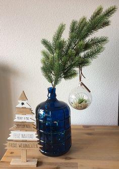 Kersttak, glazen kerstbal, houten kerstboom
